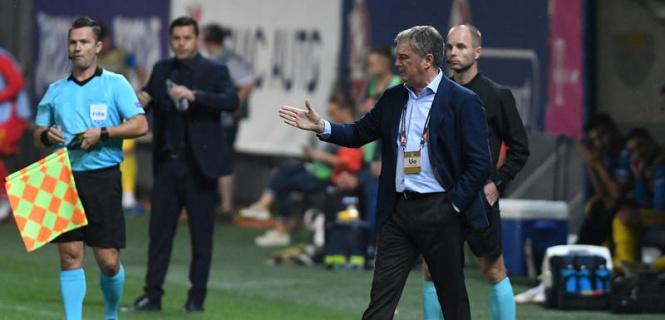 Presioni i Serbisë, trajneri dhe katër futbollistë me origjinë serbe, nuk do të luajnë kundër Kosovës