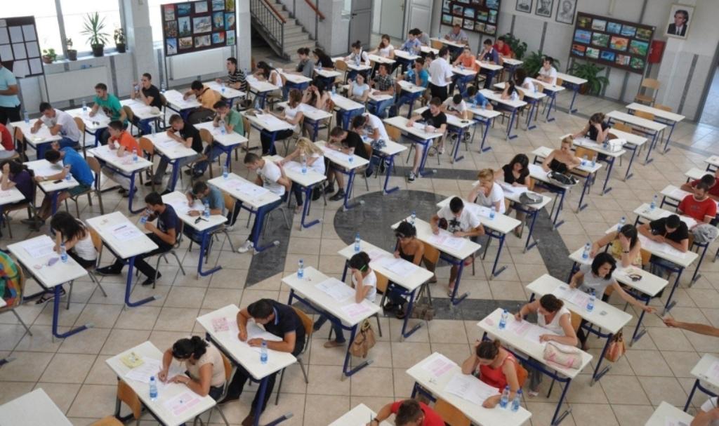 Gjuha Shqipe dhe Letërsia/ Mbi 30 mijë maturantë sot në provim. Po përse ndryshojnë rregullat?!