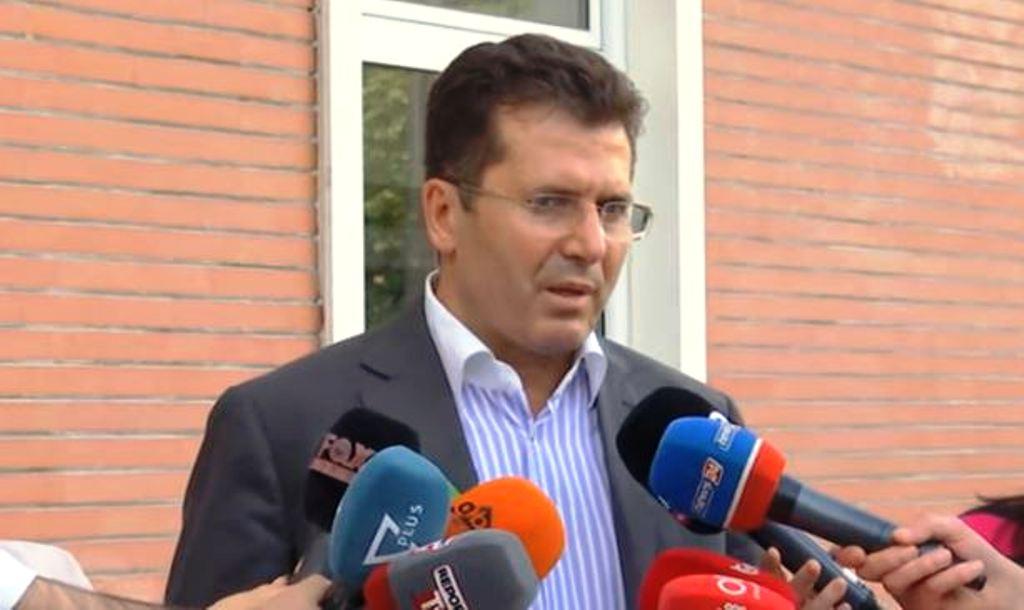Del nga mbledhja me Bashën, Mediu: Protesta qytetare do vazhdojë