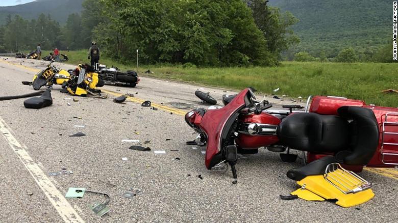U përplasën me kamionin, vdesin 7 motoçiklistë, tre plagosen rëndë