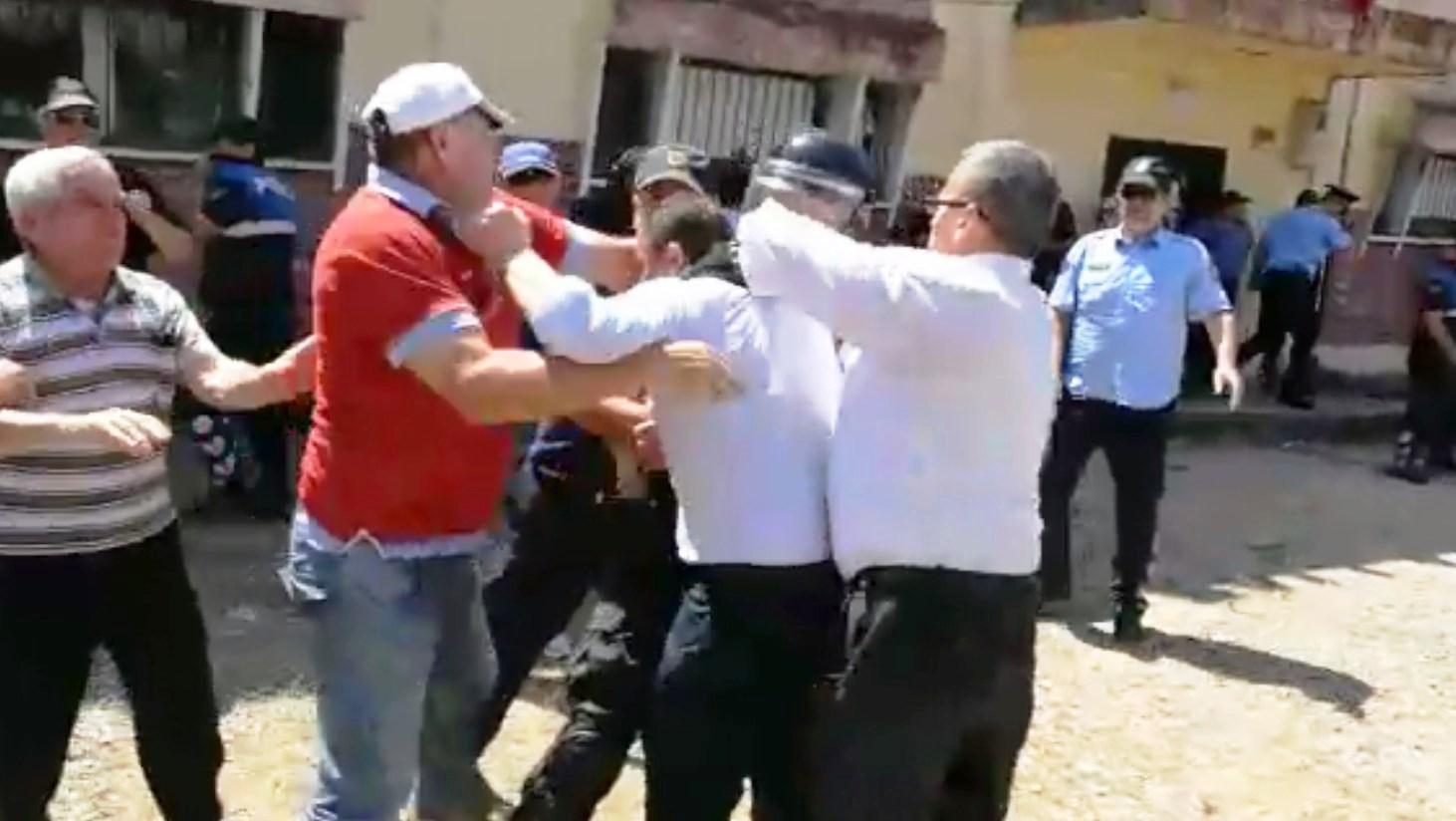 Përleshjet në KZAZ-në e Kavajës, policia arreston 6 persona dhe procedon 31 të tjerë