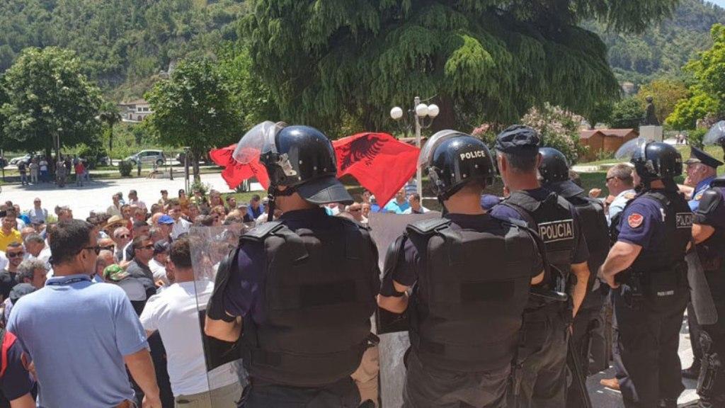 Rama: Revolucion imagjinar i punonjësve të bashkive blu. Lleshaj: Policitë Bashkiake rrezik publik, do të shkrihen!