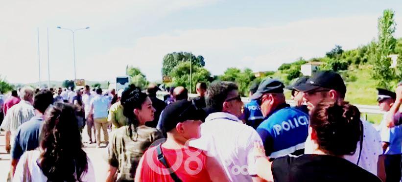 Nis grumbullimi për t'i zënë rrugën Ramës në superstradën Lezhë-Shkodër