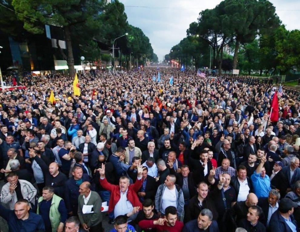 Lum protestuesish drejt Tiranës, mbi 18 mijë pjesëmarrës vijnë nga 4 qarqet e Jugut