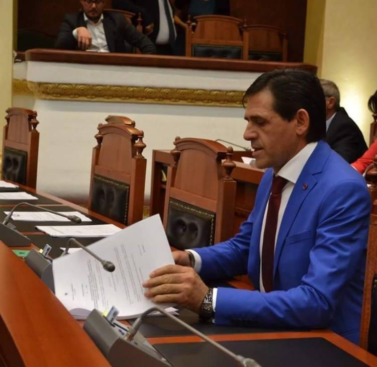 Ndryshimi i axhendës së kryeministrit apo shtyrja e zgjedhjeve, Kandidati i PS në Kamëz njofton qytetarët për shtyrjen e takimit
