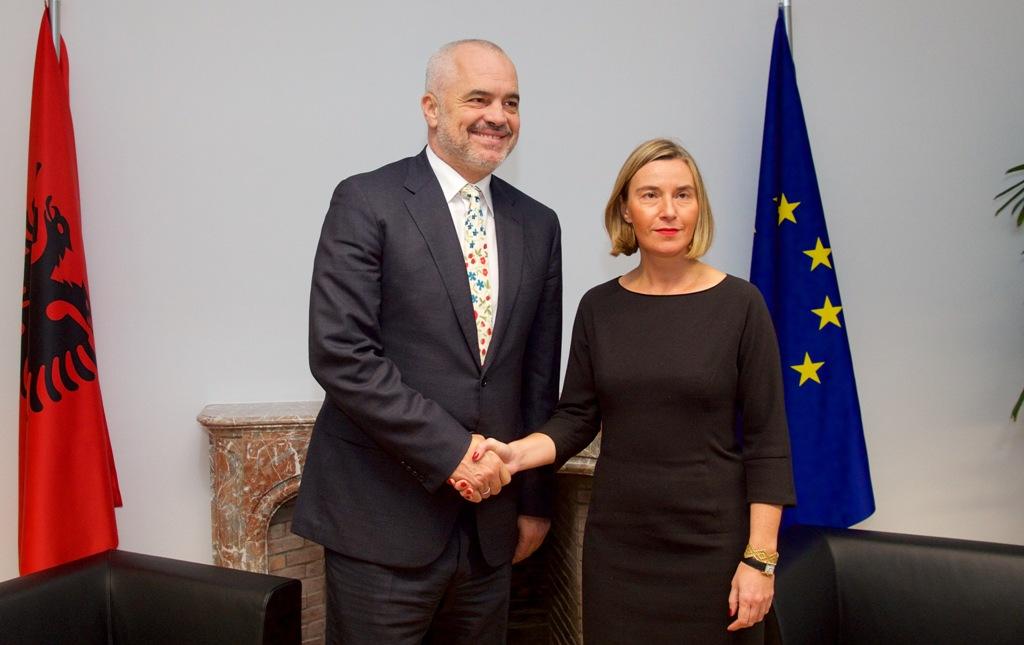 Raporti i Mogherini-t njeh arritjet e Shqipërisë...por për Europën klasa politike pjesë e problemit më të madh