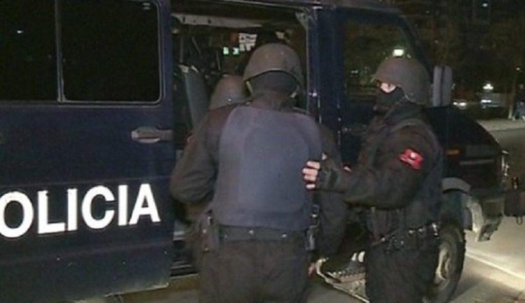 """Operacion i RENEA-s/Elbasani në """"shtetrrethim"""", prangosen edhe punonjës të administratës"""