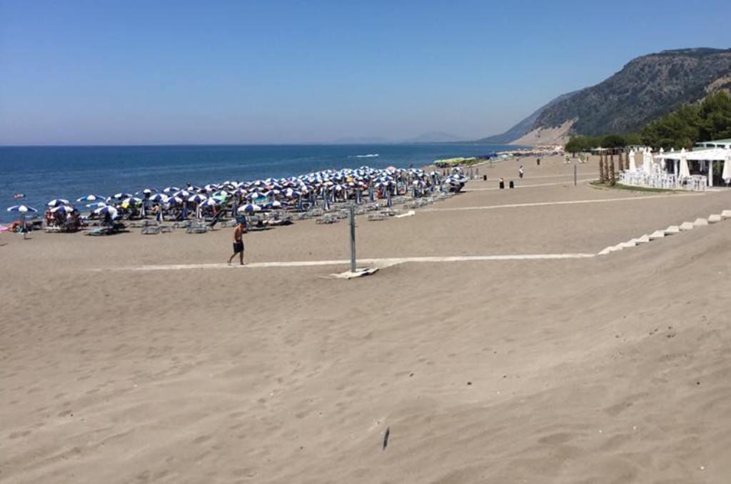 Dy të rinj futen në det dhe zhduken, e diel alarmante në plazhet e Durrësit dhe Shëngjinit