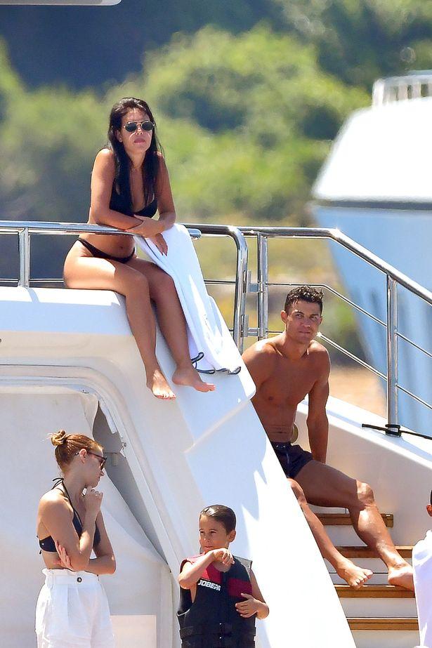Aty ku Ronaldo është me pushime, ka festë për kamarierët (Foto)