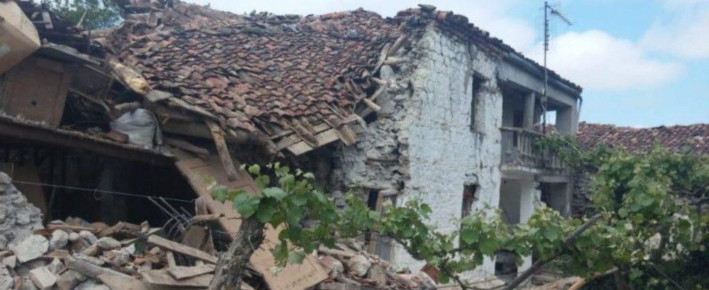 """Vala e tërmeteve """"shkund"""" Korçën, 4 të plagosur dhe 60 shtëpi të dëmtuara. Lëkundje edhe në Ersekë e Gjirokastër"""