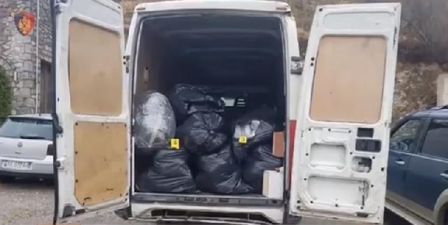 """Kapet furgoni me 300 kg drogë në Shkodër, pranga """"të zotit"""" të mallit"""