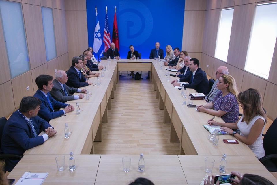 """""""Orë e errët për Shqipërinë"""", Basha pret delegacionin Amerikano-Hebraik"""