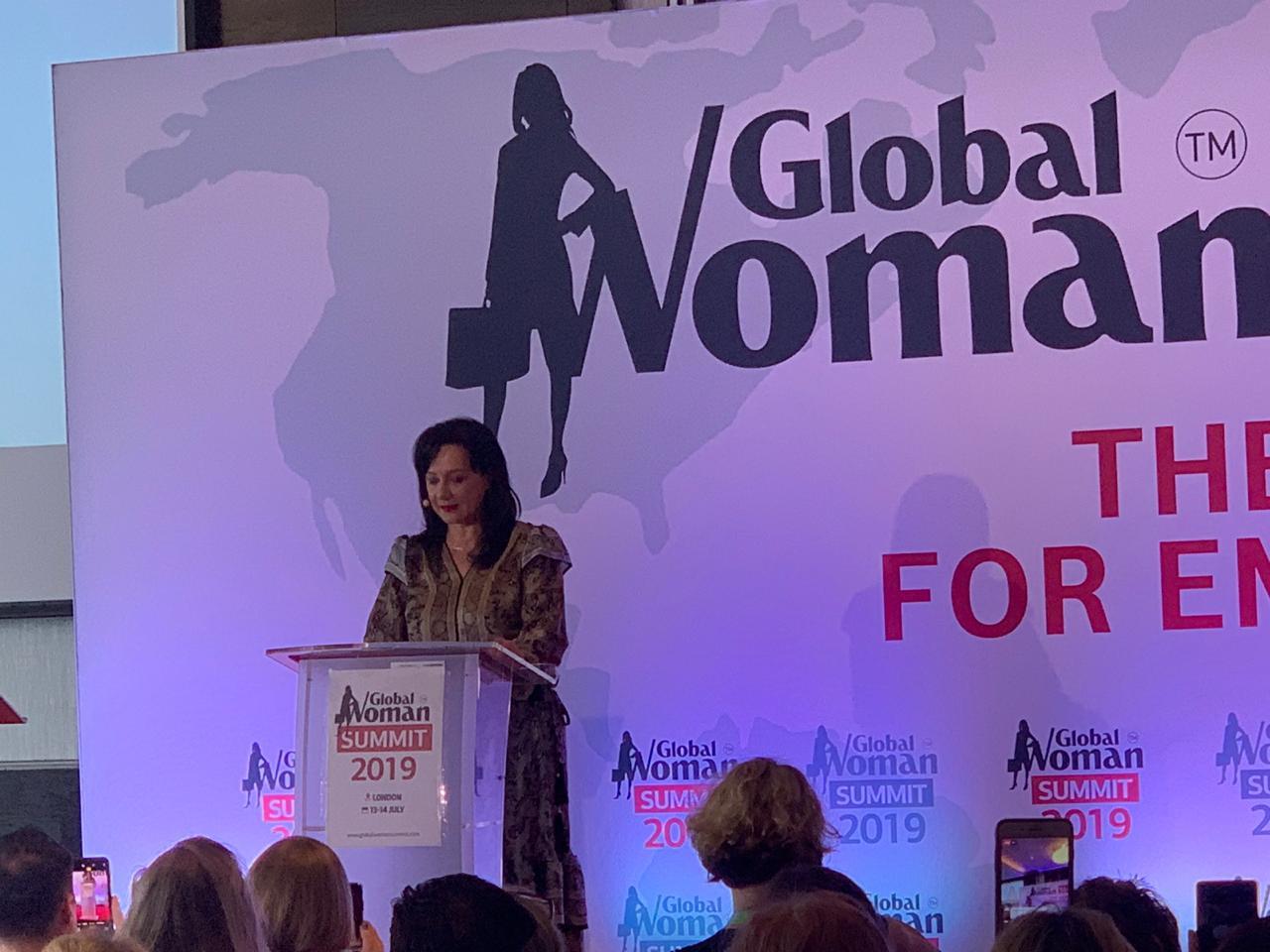 Samiti i Grave/ Linda Rama çmimin në Londër ia dedikon mamave, gjysheve...dhe një falenderim bashkëshortit