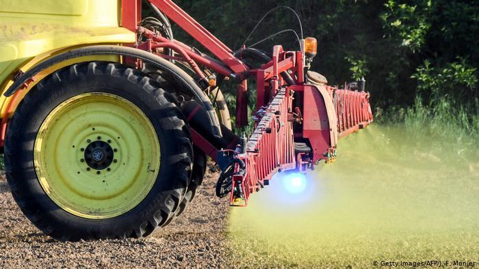 Austria ndalon përdorimin e glyfosatit, plehut kimik që shkakton kancer
