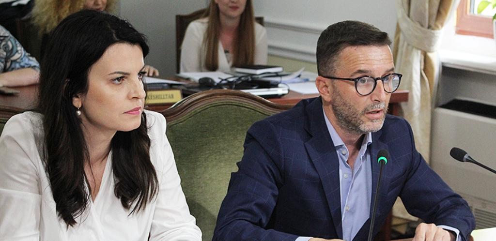 """Për ata që """"u sollën keq"""" para dhe gjatë zgjedhjeve vjen paralajmërimi i Braçes: Do të pushohen nga puna!"""