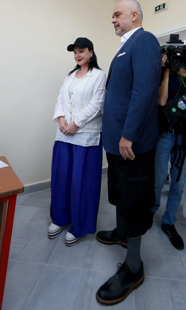"""""""Sot jam në modë!"""" Rama flet për veten dhe stilin e veshjes më 30 qershor, """"meritë e gjyshes, vajzë e një venecianeje"""""""