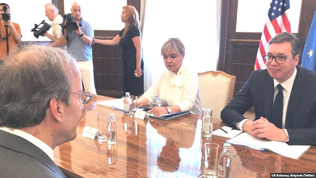 Ligjvënësi amerikan, Eliot Engel në Beograd, takim me Vuçiç për bisedimet me Kosovën