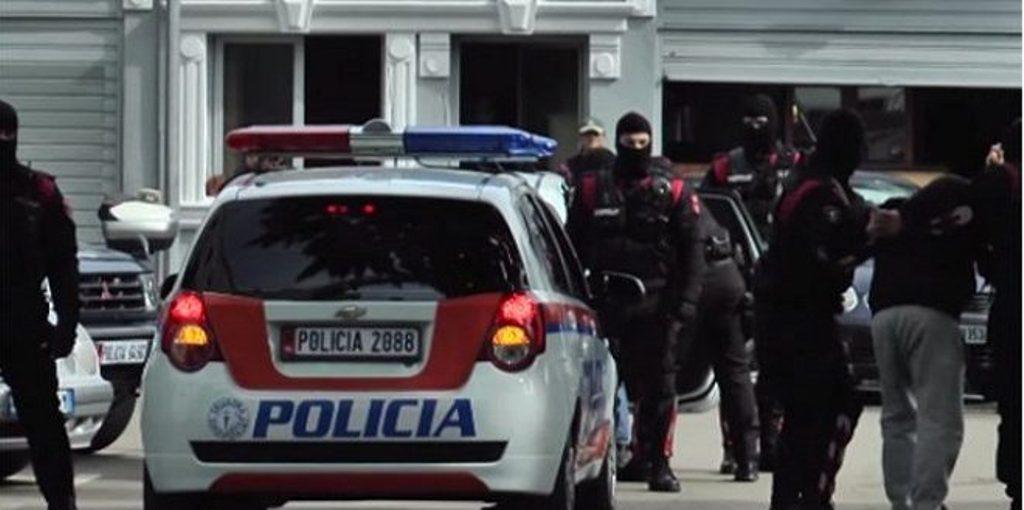 Rrëmbim, mbajtje peng dhe përndjekje, katër persona prangosen në Tiranë