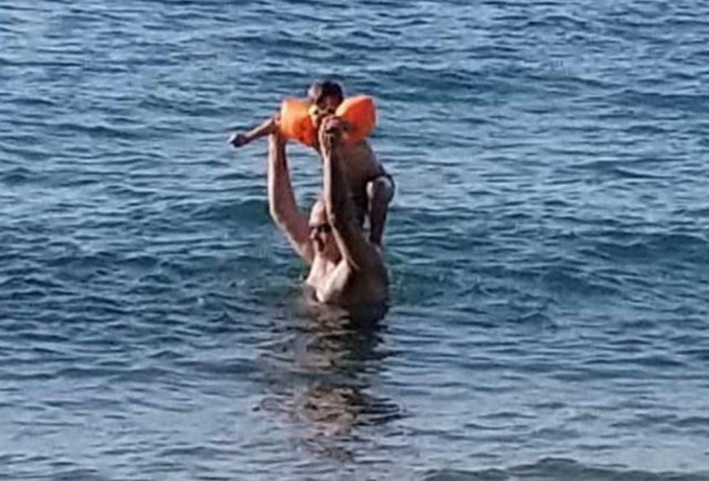 """Protesta e dhunshme ndjellin humbjen"""", Rama me të birin në plazh, ka një mesazh për opozitën"""