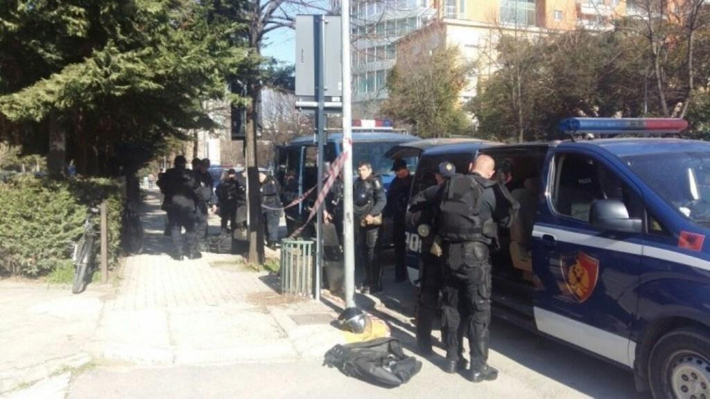 Elbasan / Pezullohen dy oficerë policie, dyshohet se dekonspironin operacionet