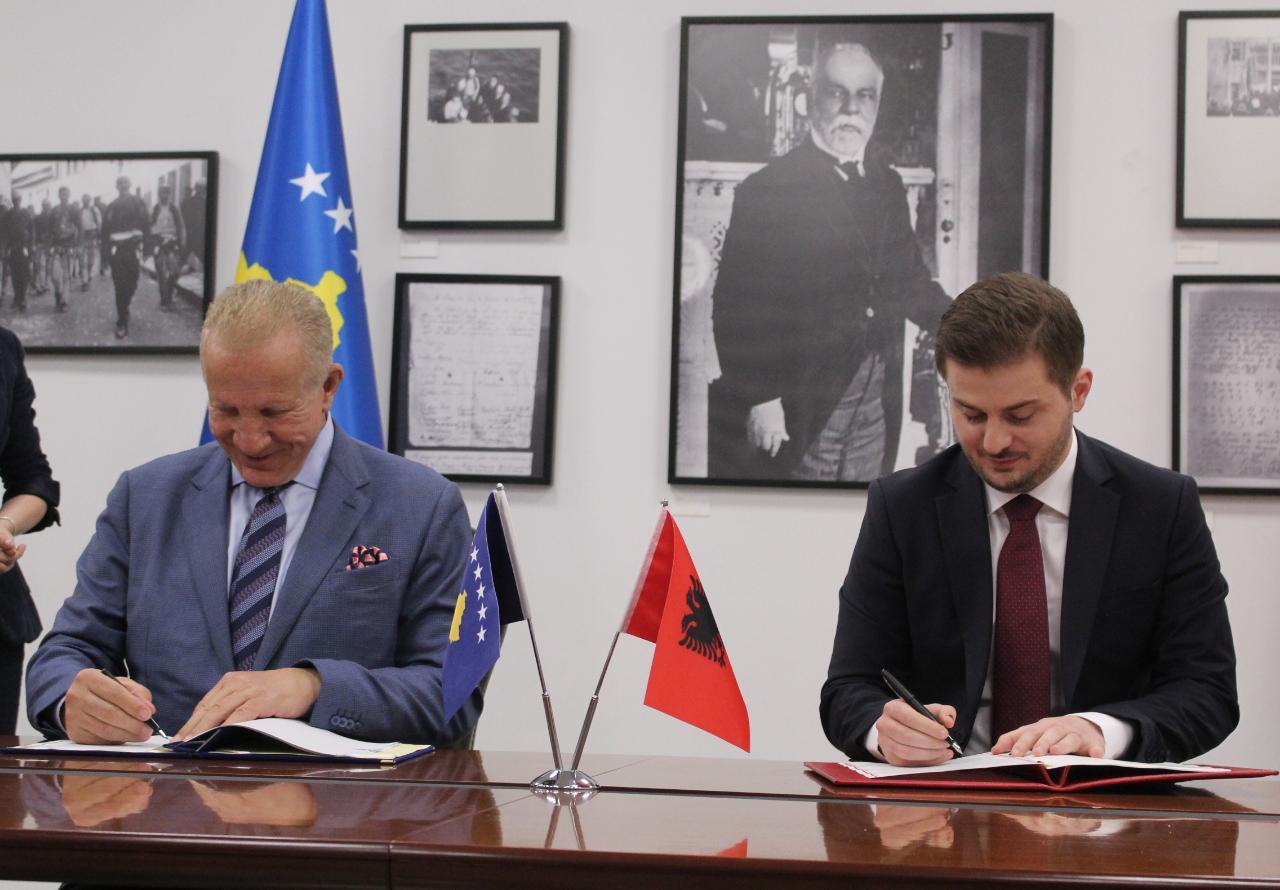 Ambasada të përbashkëta Kosovë-Shqipëri, Cakaj dhe Pacolli firmosin marrëveshjen