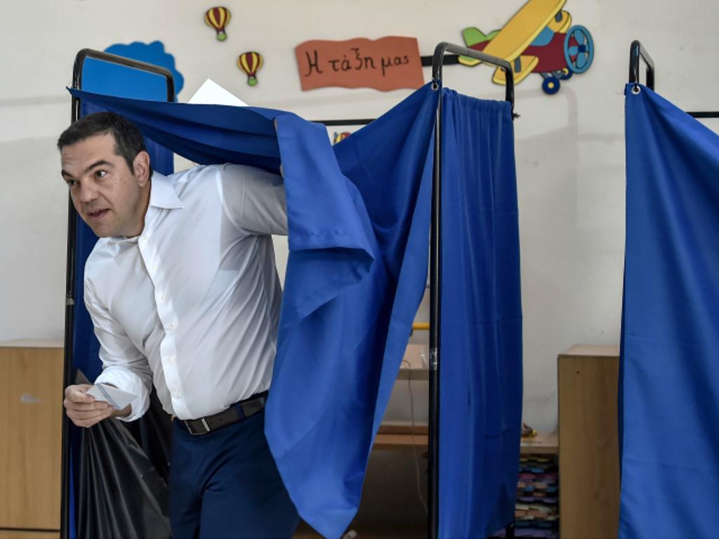 Mbyllen votimet në Greqi, sondazhet e para: Partia e kryeministrit Tsipras drejt humbjes së thellë