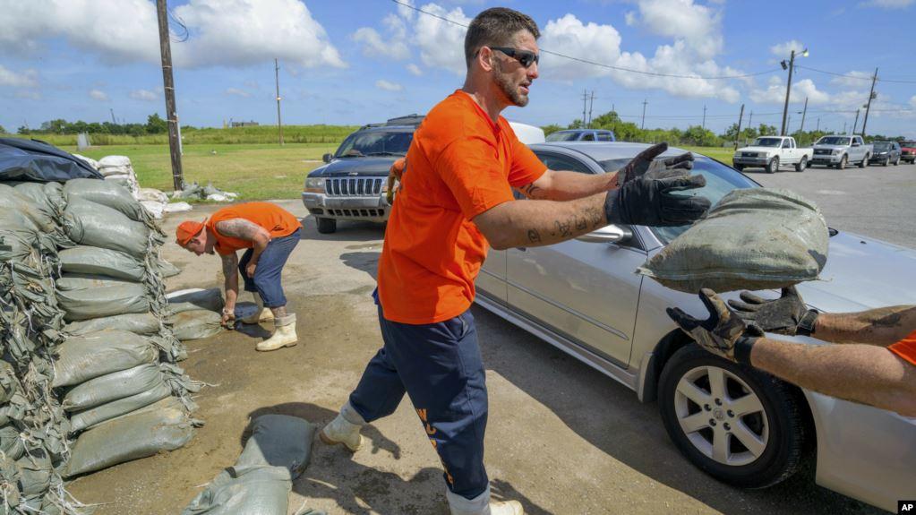 SHBA, paralajmërim për uragan në jug të Luizianës