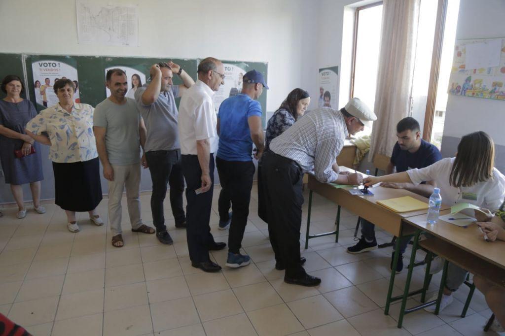 Numërimi i votave drejt përfundimit: PS merr 60 bashki, Finiqi i kalon MEGA-s
