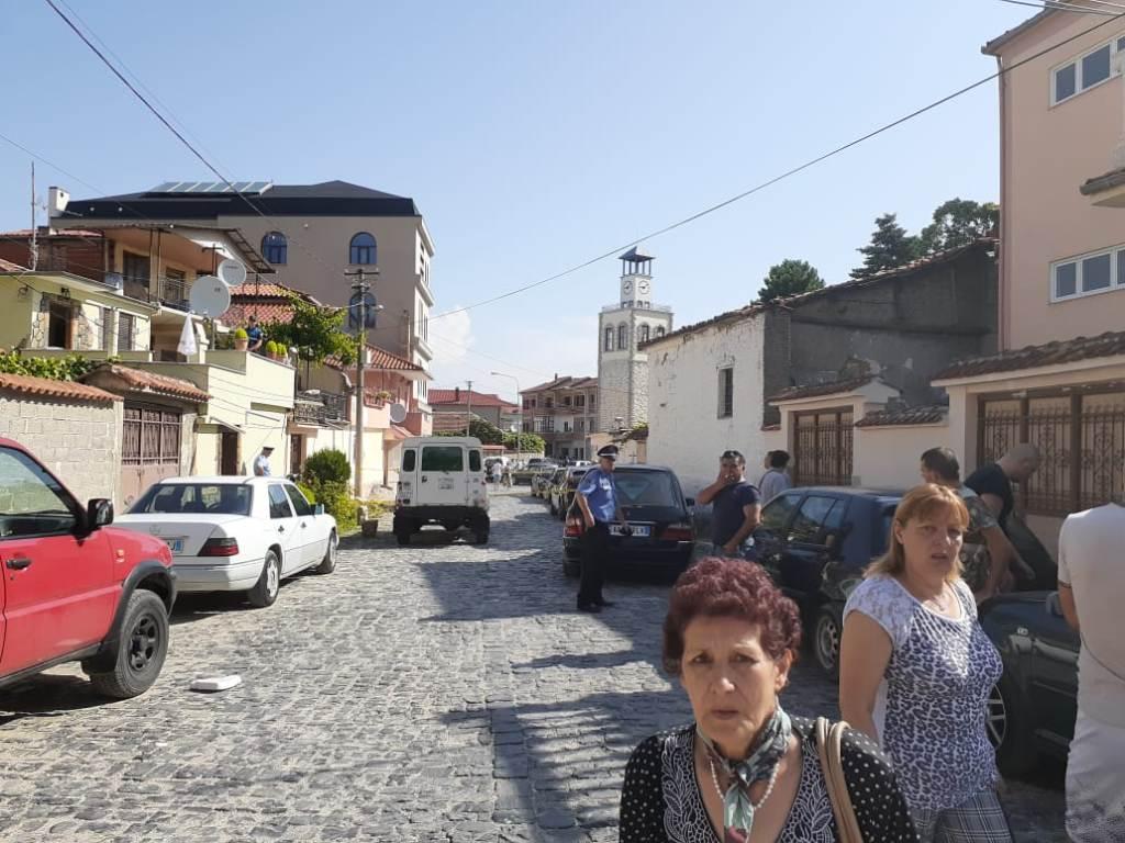 Korçë/ Dyshohej për vrasjen e kunatit, policia i shkon në banesë, vetëvritet 71-vjeçari