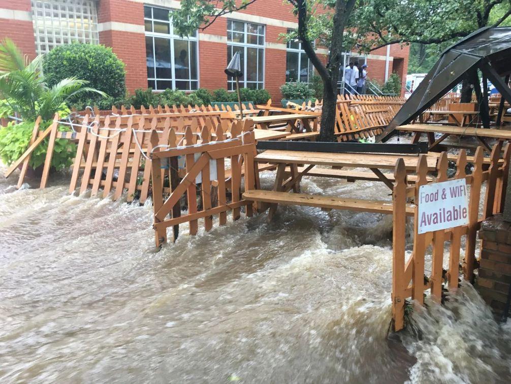 Uashington, përmbytjet bllokojnë trafikun dhe s'takojnë energjinë