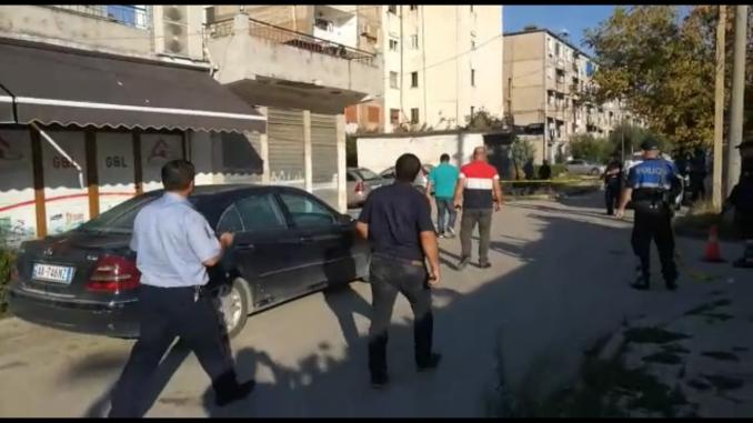 Autorët e vrasjes mafioze në Lushnjë, grabitën makinën e një çifti