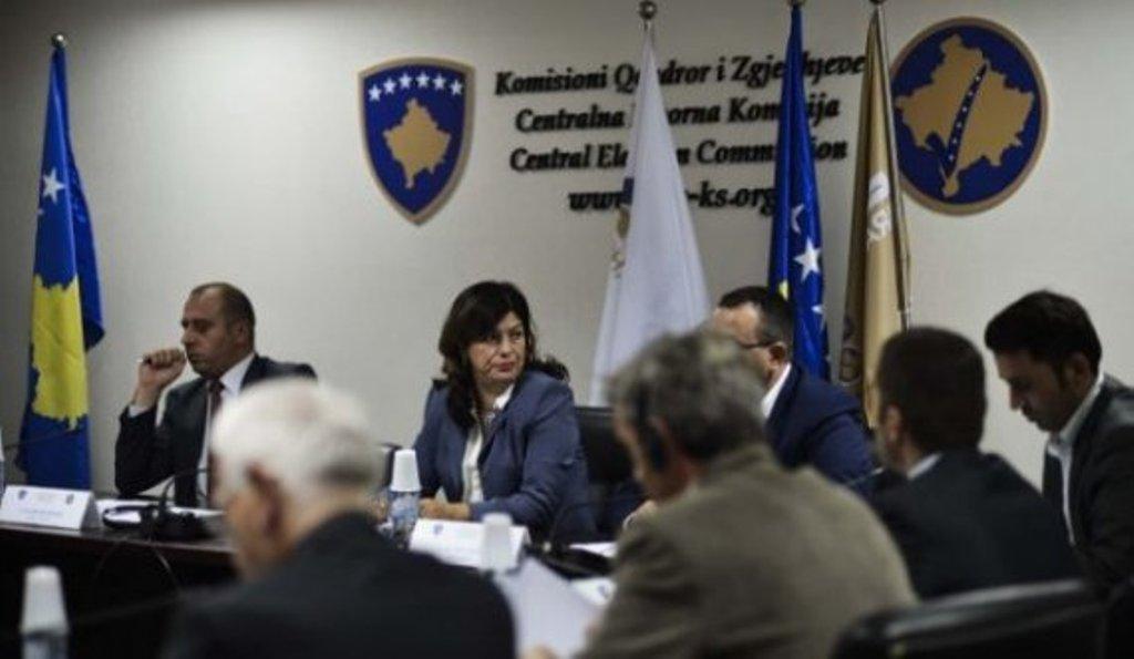 Kosovë/ KQZ jep të dhëna për numrin e votuesve, 4 orë para mbylljes së kutive. Shënohen edhe disa parregullsi