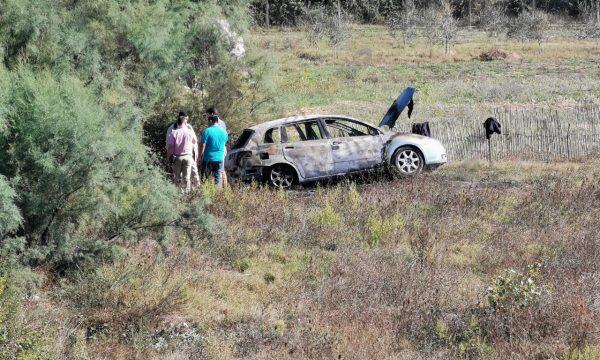 Vrasja në Lushnjë, gjendet në autostradë automjeti i djegur