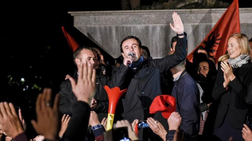 """Vetëvendosja pas 12 vite në opozitë merr """"bekimin"""" për të qeverisur Kosovën, Albin Kurti: Ky, entuziazmi i tretë!"""