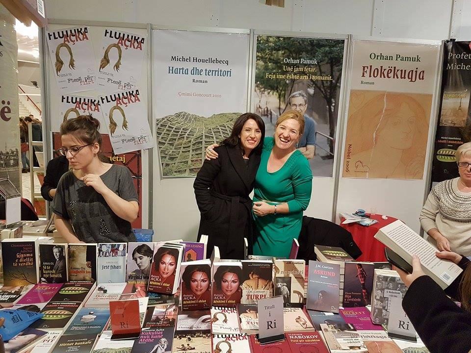 Shkrimtarja Flutura Açka, apel-shqiptarëve: Mos ikni! Nuk duhet t'ia lëmë Atdheun horrave