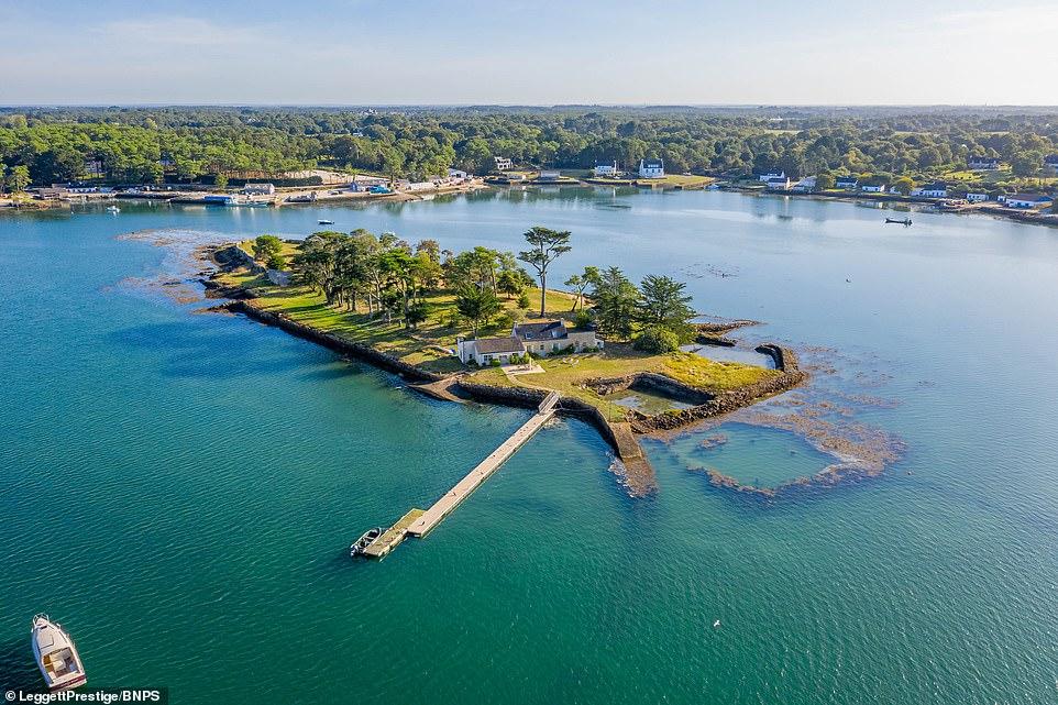 FOTO/ Në shitje, një nga ishujt më të bukur, në Europë! Ja sa kushton?