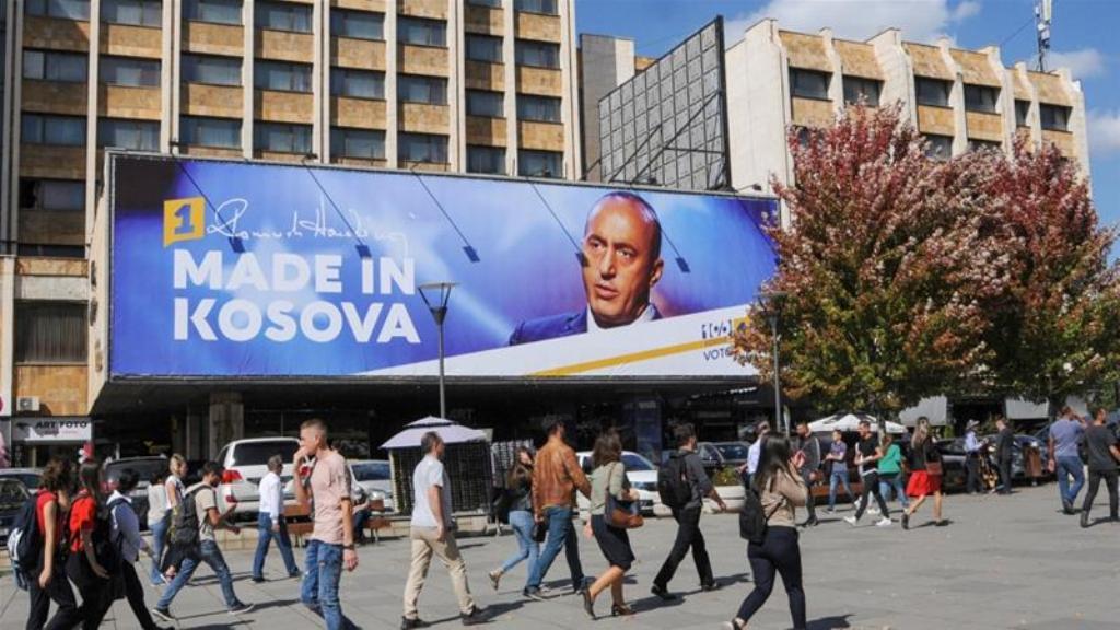 Kosovë/ Votojnë Thaçi, Haradinaj, Kurti, Osmani, Veseli, Limaj dhe përfaqësuesi serb, shpresat për fitore