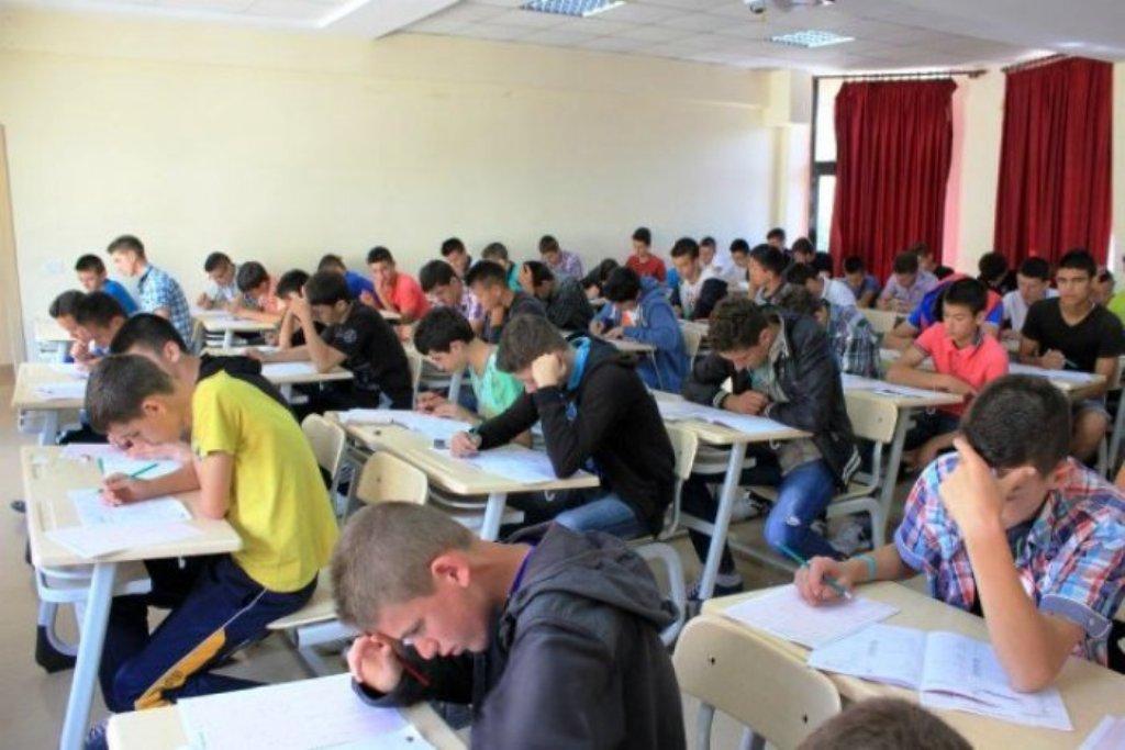 Shkodër/ Helmohen nxënësit e shkollës, 19 prej tyre përfundojnë në spital