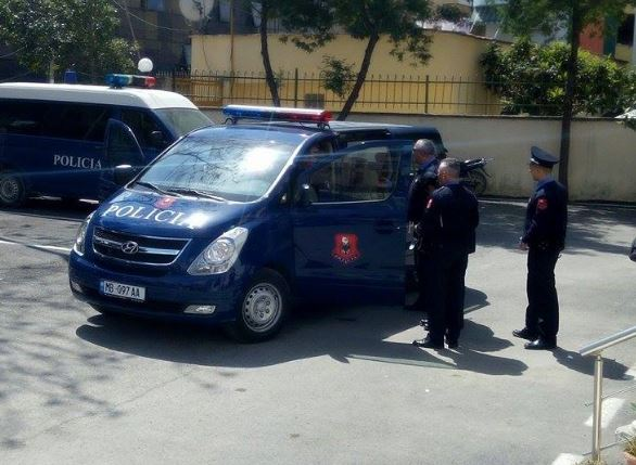 Tiranë/ Gjendet i vdekur në rrethana misterioze brenda makinës një 38-vjeçar