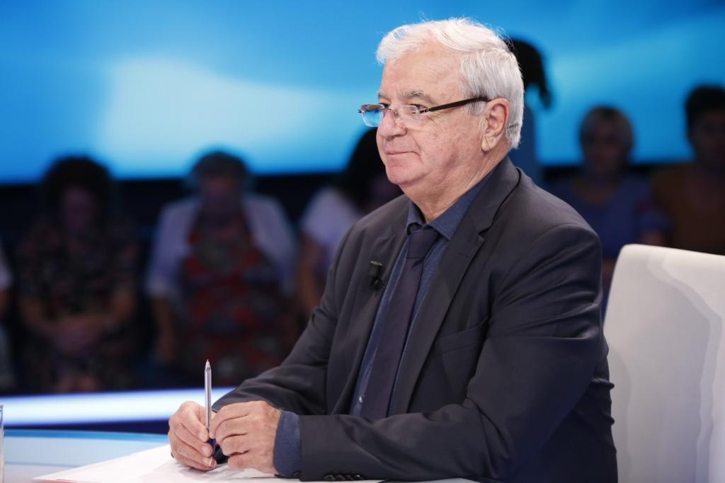 Ngjela: Erdhën me çorape në Tiranë, ku dallojnë politikanët e sotëm me Zogun dhe pse ata i pret dënimi!