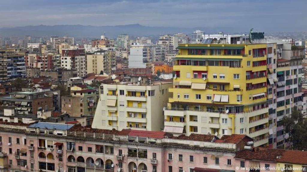 Qiratë rriten çdo vit, studentët prej ditësh enden rrugëve të Tiranës: Edhe periferia e papërballueshme