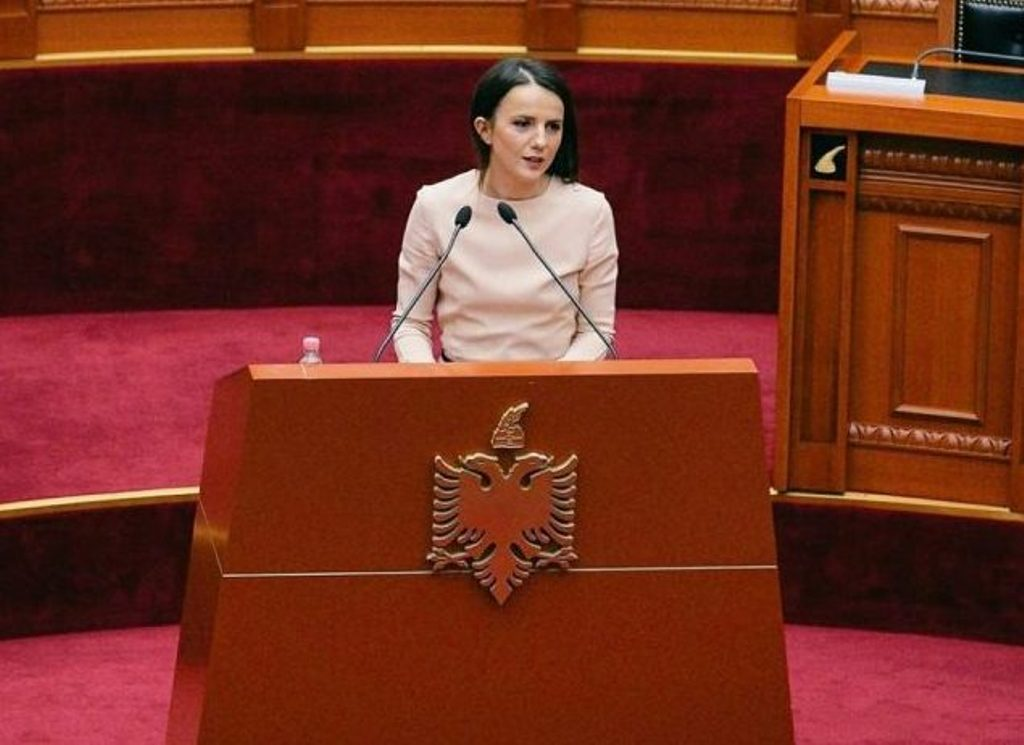 Democrat MP Hajdari says that she will not give up her mandate